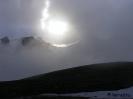 A nap átsüt el felhőlyukon