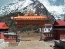 A tengbochei kolostor kapuja belülről